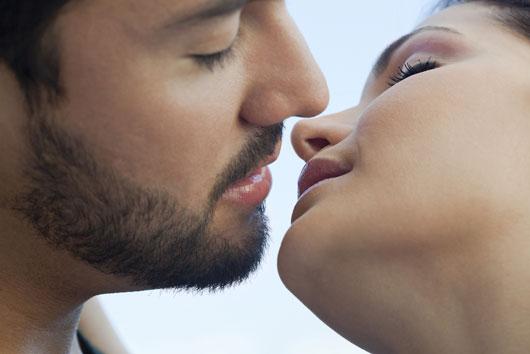Cómo besa una mujer dependiendo de su signo del zodiaco-MainPhoto