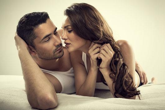8-formas-NUEVAS-de-sorprender-a-tu-pareja-en-la-cama-photo6