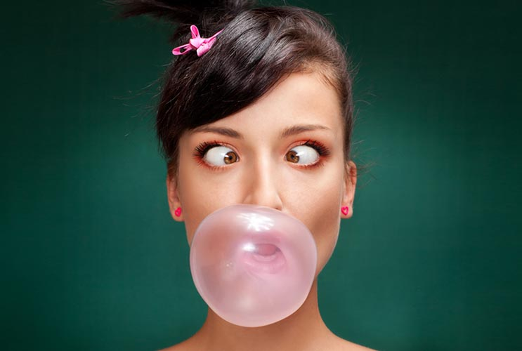 15-Reasons-why-you-Should-Stop-Chewing-Gum-MainPhoto