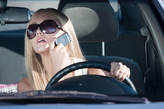 18-(annoying)-Ways-You-Probably-Drive-Like-a-Girl-photo9
