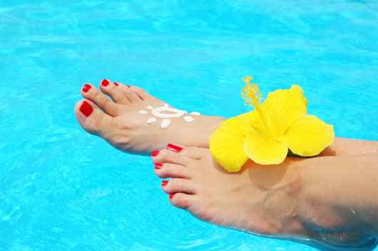 Footloose-15-Ways-to-Keep-Your-Tootsies-Pretty-All-Summer-Long-photo10