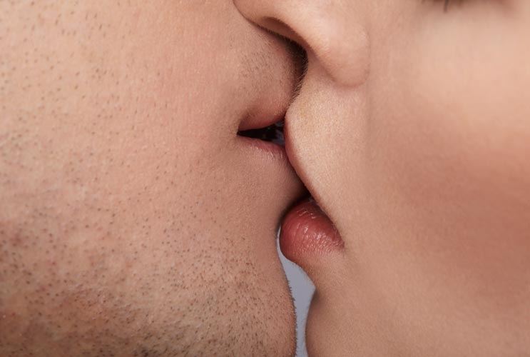 A-Lost-Art-15-Reasons-why-Couples-Stop-Kissing-MainPhoto