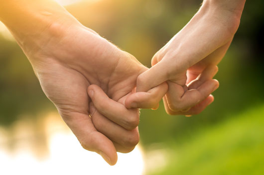 Touch-Much-10-Reasons-why-Holding-Hands-Changes-Everything-photo3