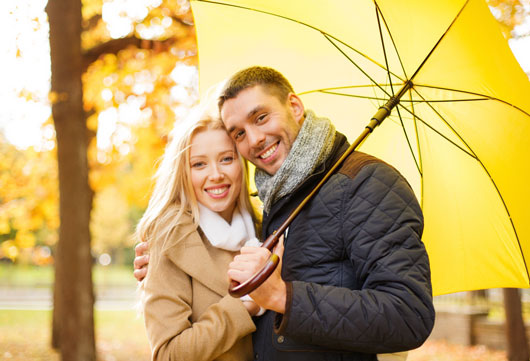 Umbrella-Chic-10-Key-Style-Tips-for-Wet-Weather-Accessorizing-photo6