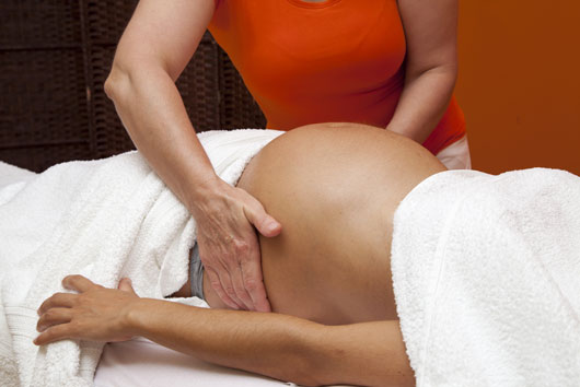 Carry-On-15-Reasons-Pregnant-Women-Should-Enlist-the-Help-of-a-Doula-photo15