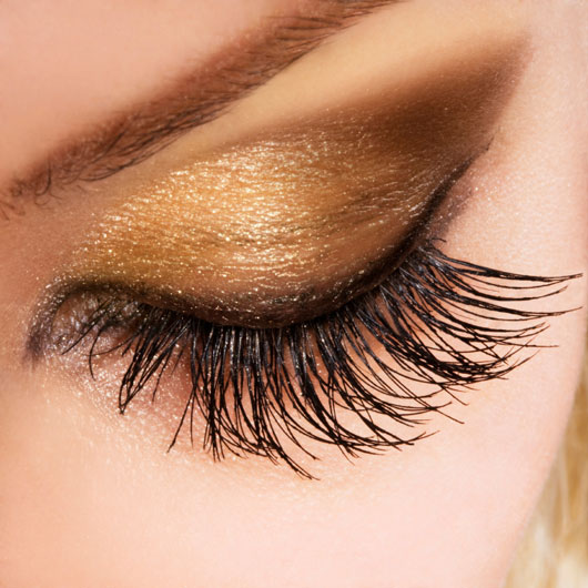 Lashing-Out-10-Ways-Keep-to-Your-Eyelashes-Luscious-and-Strong-photo9
