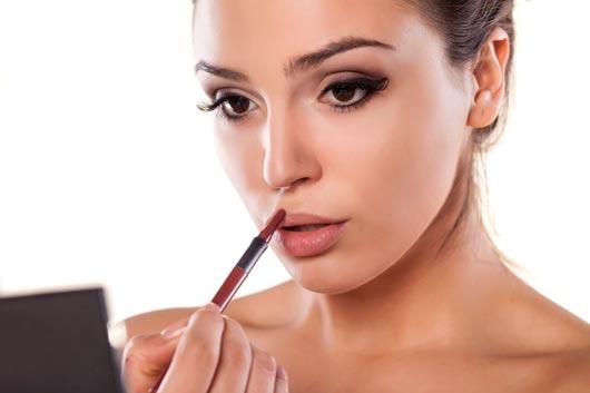 Lip-Service-10-Instances-When-it's-Appropriate-to-Wear-Lip-Liner-MainPhoto