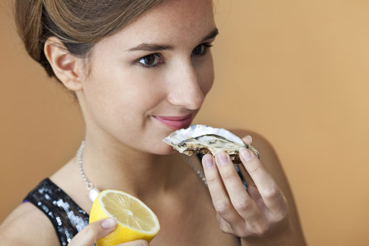 Oh-Shuck-You-15-Things-to-Know-About-Eating-OystersDKTR-photo4