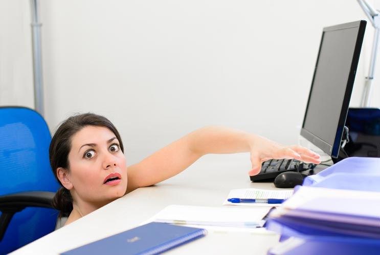 Playing-Dumb-15-Common-Tech-Issues-Every-Woman-Should-Now-how-to-Address-MainPhoto