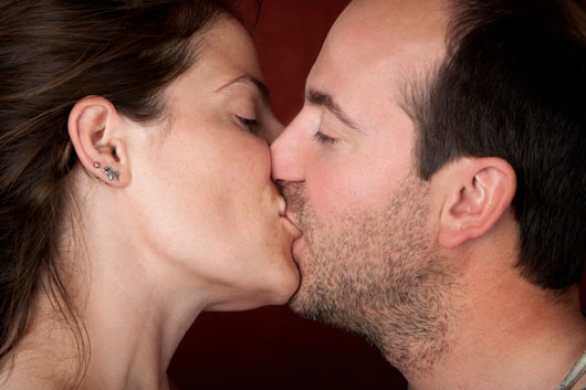 Pucker-Up-World-a-Look-at-How-15-Different-Cultures-View-the-Kiss-photo4