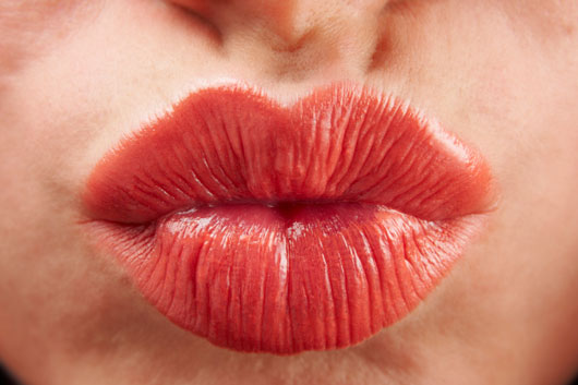 Pucker-Up-World-a-Look-at-How-15-Different-Cultures-View-the-Kiss-photo5