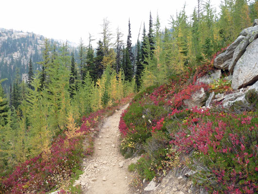 Trail-Mix-14-Unforgettable-Hikes-to-Go-on-During-Fall-photo14