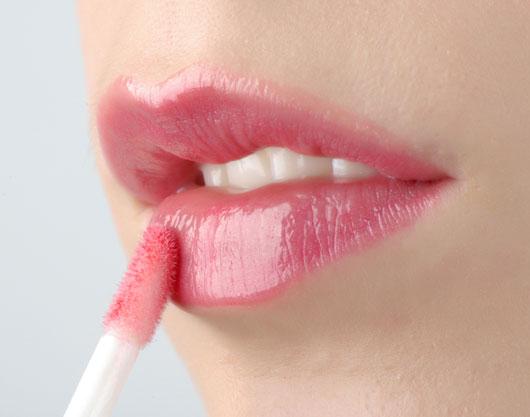 Berry-True-10-Berry-Lipstick-Shades-that-Make-Winter-a-Smooch-photo4