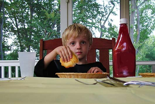 Hold-the-Ketchup-8-Reasons-to-Get-Your-Kids-Off-This-Condiment-Now-MainPhoto