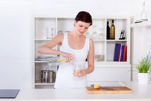 Lemon-Aid-10-Reasons-You-Should-Drink-Lemon-Water-Every-Day-photo4