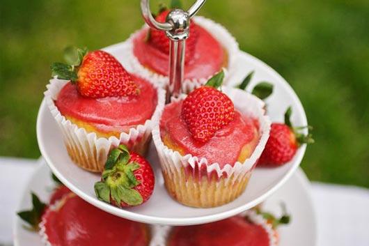 Una-fiesta-de-domingo-de-pascua-con-Egg-Rolls-y-cupcakes-de-fresa-inspirada-en-Beatrix-Potter-Mainphoto