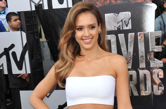 10-celebridades-latinas-que-hacen-honor-a-la-categoría-del-cabello-photo8