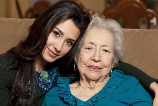 Cómo demostrarle amor a tu abuela en el Día de las Madres-MainPhoto