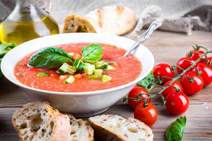 7 recetas de gazpacho que hacen un caso serio de sopa fría-MainPhoto