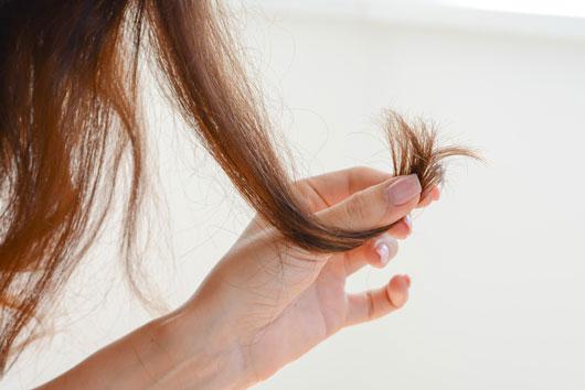8-formas-en-las-que-tú-eres-la-causa-de-tu-cabello-dañado-Photo4