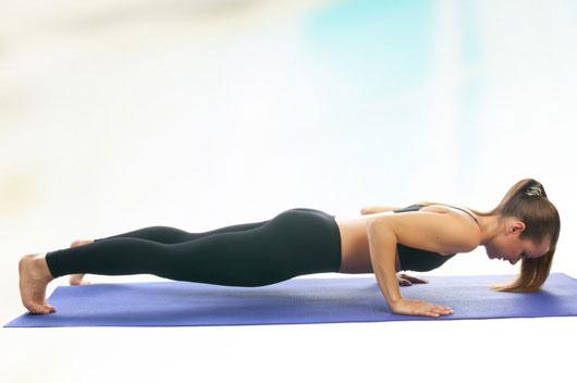 Los-ejercicios-para-la-parte-superior-del-cuerpo-para-el-cuerpo-de-una-atleta-Photo3