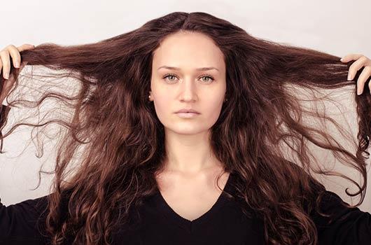 8 formas en las que tú eres la causa de tu cabello dañado-MainPhoto