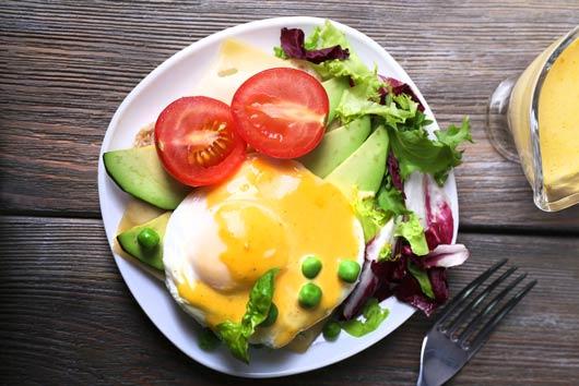 Patrulla del brunch 8 nuevas formas de mejorar tu receta de huevos benedictinos-Photo4