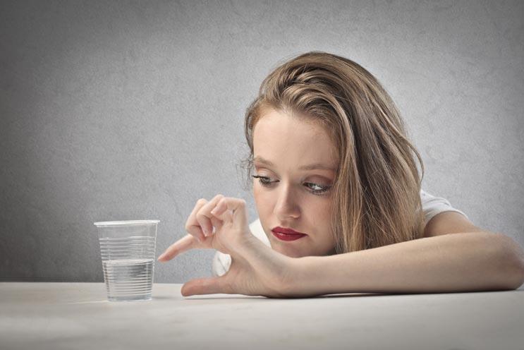 Pensamiento positivo El arte de (siempre) mantener tu vaso medio lleno-MainPhoto
