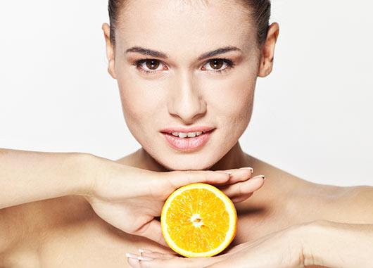 Vitamina-C-Para-La-Piel-8-Productos-Que-No-Pueden-Faltar-MainPhoto
