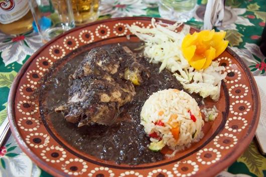 9 recetas innovadoras de mole mexicano que hacen que todo sea mejor-MainPhoto
