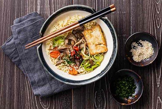 Cómo dominar la sopa casera con una receta asiática con tallarines-MainPhoto