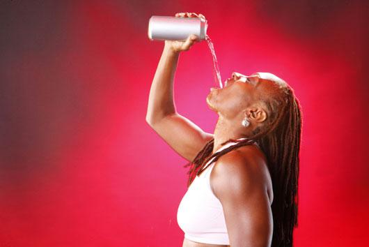Efectos secundarios de bebidas energéticas 7 razones por las que necesitas dejarlas ya-MainPhoto