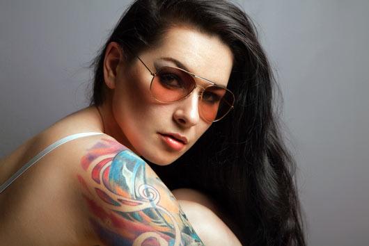 Reflexión de tinta Cómo quitar un tatuaje-MainPhoto