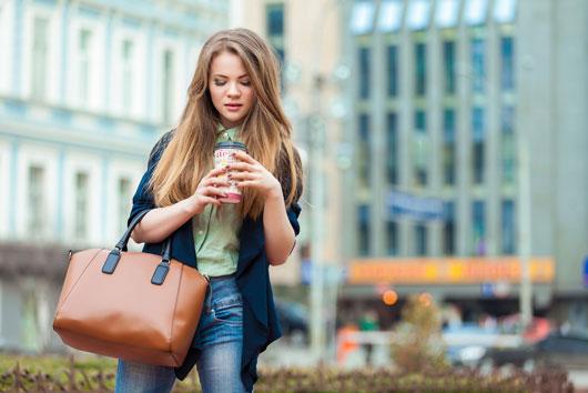 6-razones-por-las-que-necesitas-dejar-de-cargar-un-bolso-pesado-Photo2