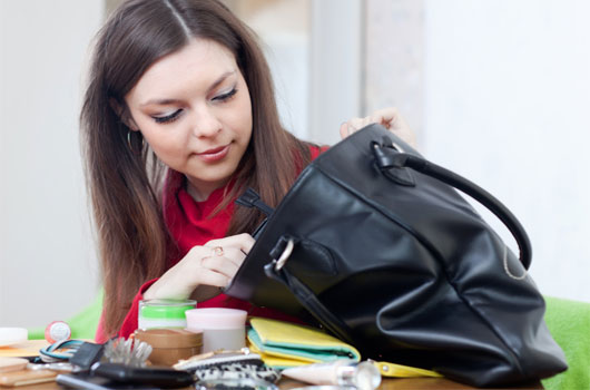 6-razones-por-las-que-necesitas-dejar-de-cargar-un-bolso-pesado-Photo3