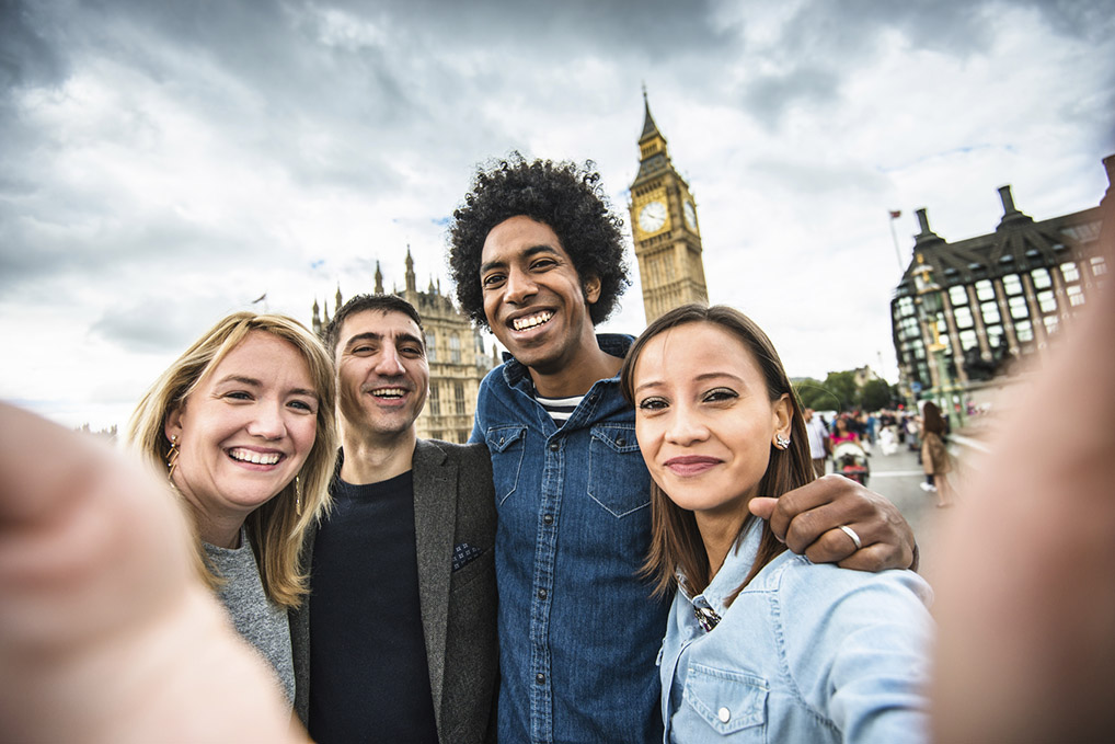 friends take a selfie in london - big ben