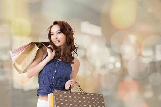How-to-Save-Money-Holiday-Shopping-MainPhoto