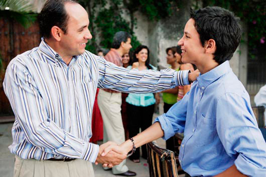 The-Importance-of-a-Good-Handshake-MainPhoto