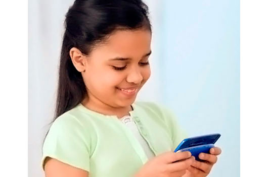 Why-I-Wont-Give-My-Daughter-a-Cell-Phone-MainPhoto