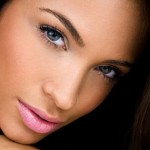 Quick-Makeup-Secrets-for-Women-On-The-Go-MainPhoto