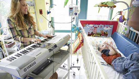 Musicians on Call Bring the Healing Power of Music to Sick Kids