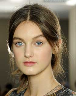 Best Holiday Beauty Looks for Moms-Skip the Makeup