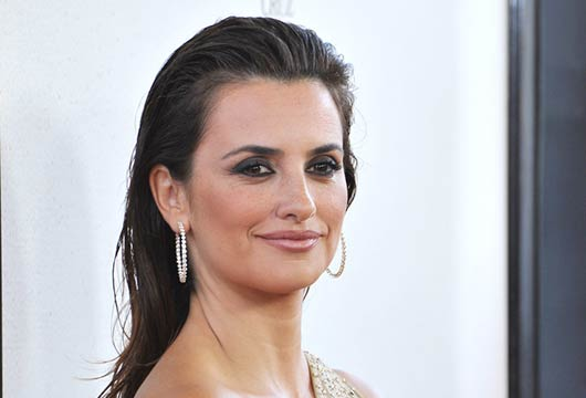 Penelope-Cruz-Shows-Off-Baby-Bump-MainPhoto