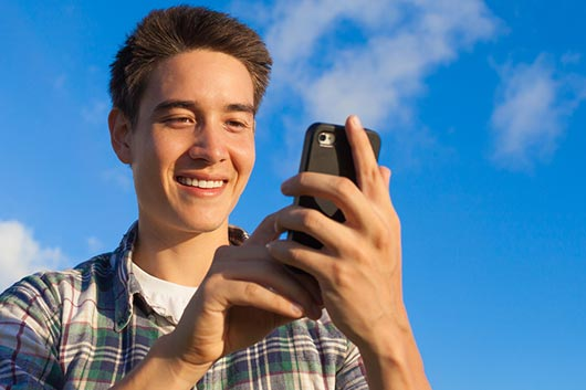 8 Popular Apps That Your Teenagers Are Into Right Now-MainPhoto
