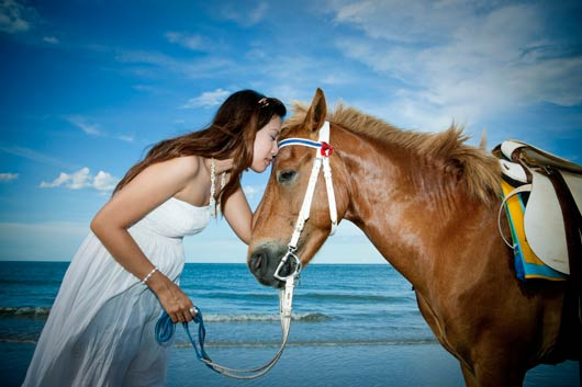 15 Reasons Why Women Love Horses-MainPhoto