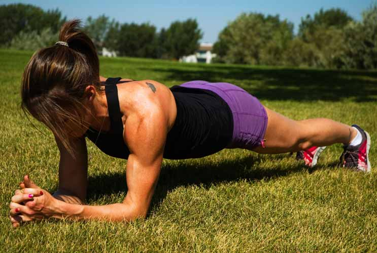 11-Plank-Variations-to-Carve-Out-Your-Abs-MainPhoto