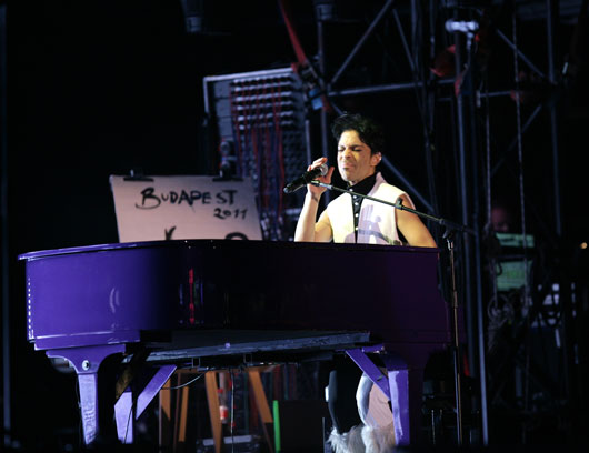 18-reasons-prince-will-forever-be-rock-royalty-photo6