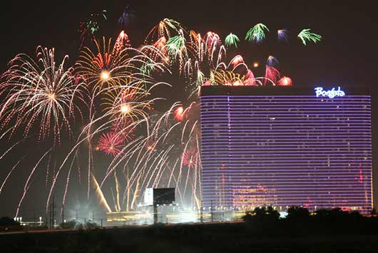 Go-Big-or-Go-Home-15-Best-Cities-to-Watch-July-4th-Fireworks-Photo15