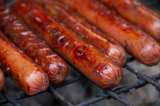 10-Great-Excuses-to-Eat-a-Hot-Dog-photo4