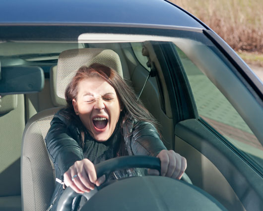 18-(annoying)-Ways-You-Probably-Drive-Like-a-Girl-photo17